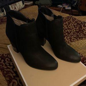 Michael kors size 9.5 black booties